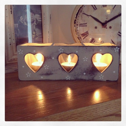 Daisy Square Wooden Heart Tray with Glass Tealight Pots